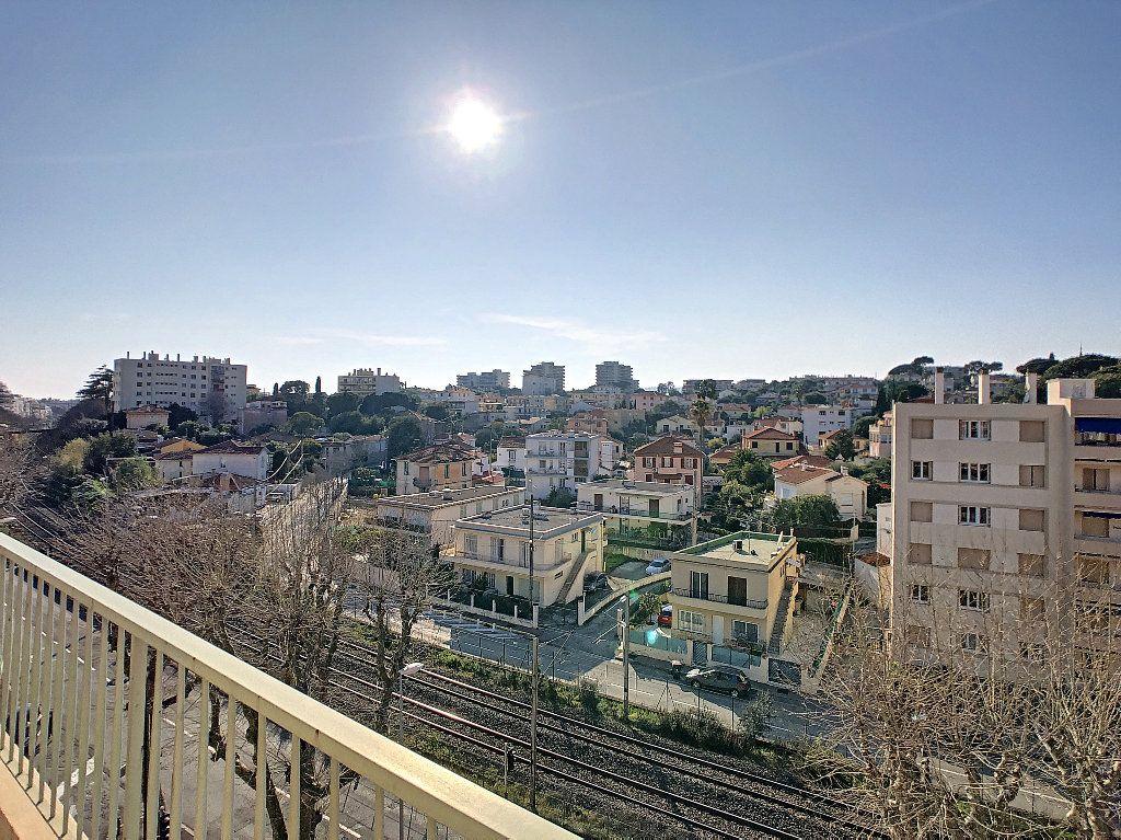 Appartement à vendre 3 61.09m2 à Antibes vignette-1