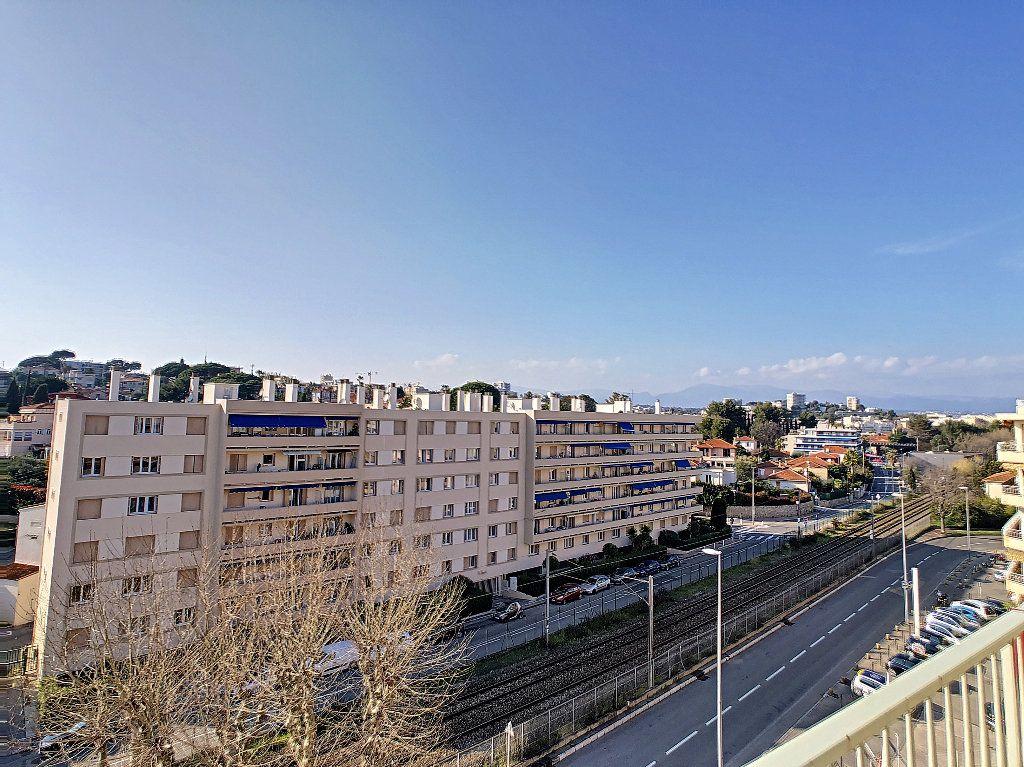 Appartement à vendre 3 61.09m2 à Antibes vignette-9