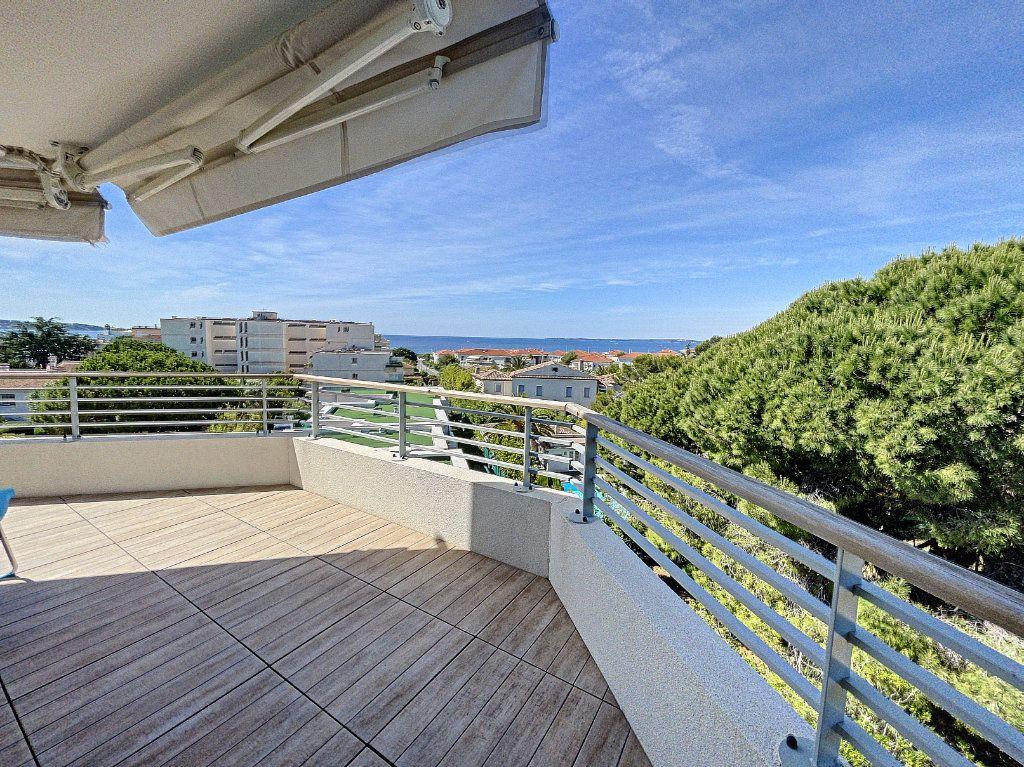Appartement à vendre 3 63.27m2 à Antibes vignette-2