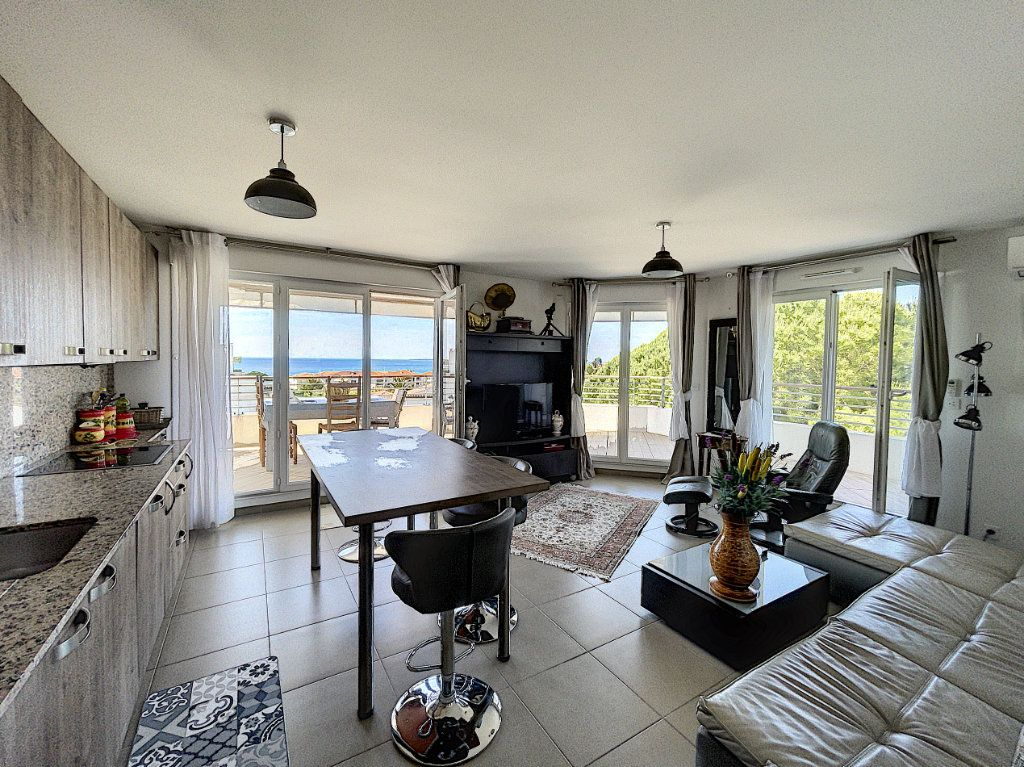 Appartement à vendre 3 63.27m2 à Antibes vignette-3