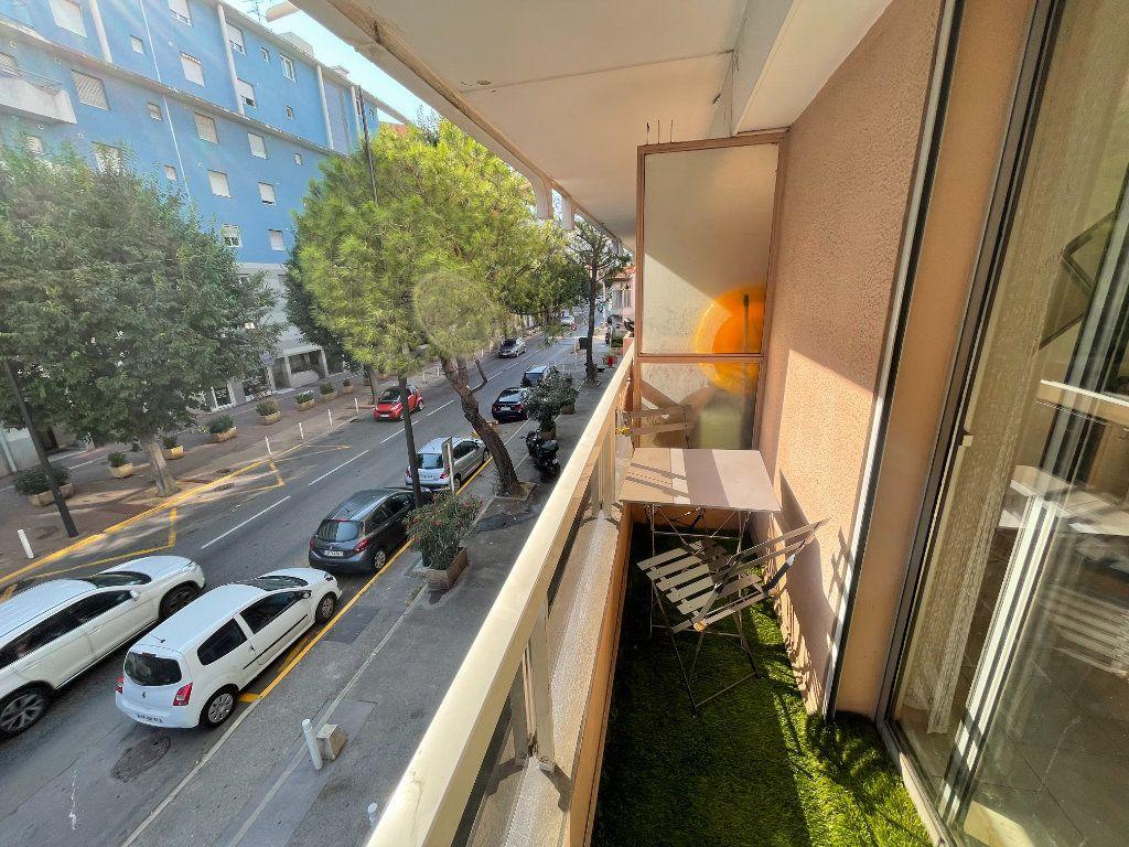 Appartement à louer 1 26.22m2 à Antibes vignette-5