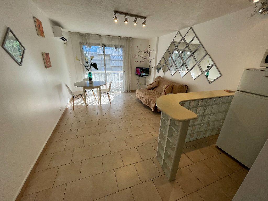 Appartement à louer 1 26.22m2 à Antibes vignette-11