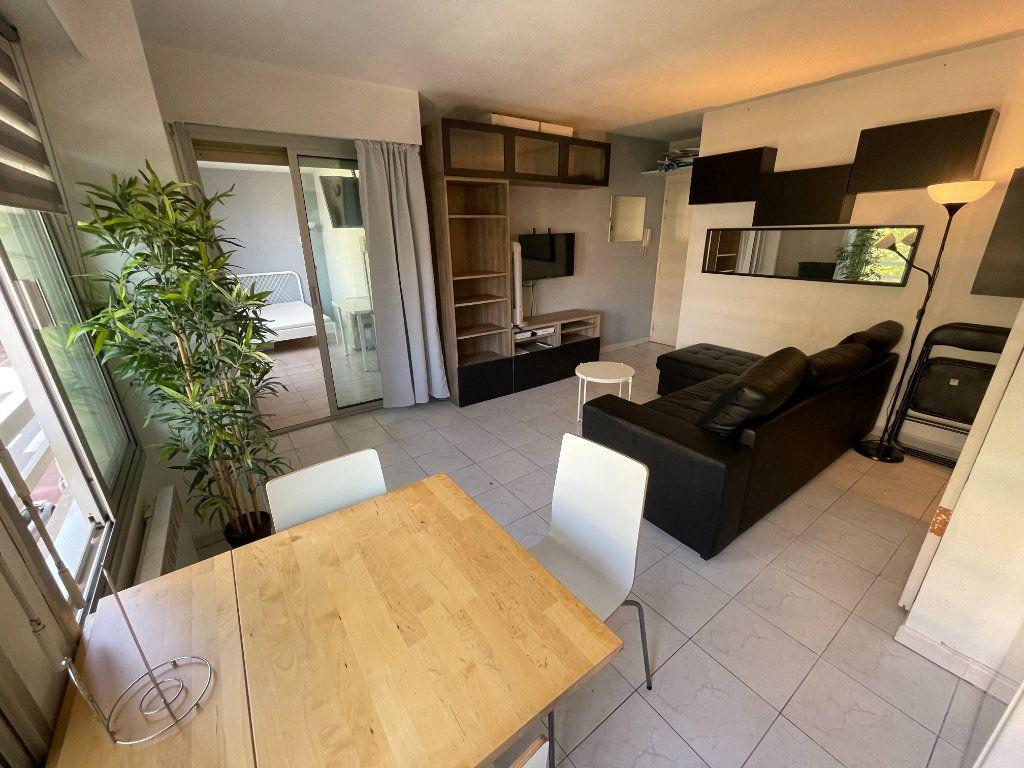 Appartement à louer 1 34.32m2 à Juan-les-Pins - Antibes vignette-1