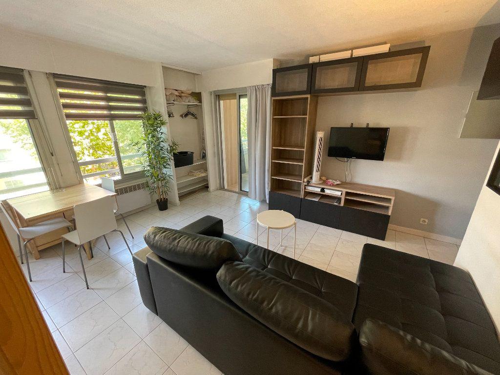 Appartement à louer 1 34.32m2 à Juan-les-Pins - Antibes vignette-7