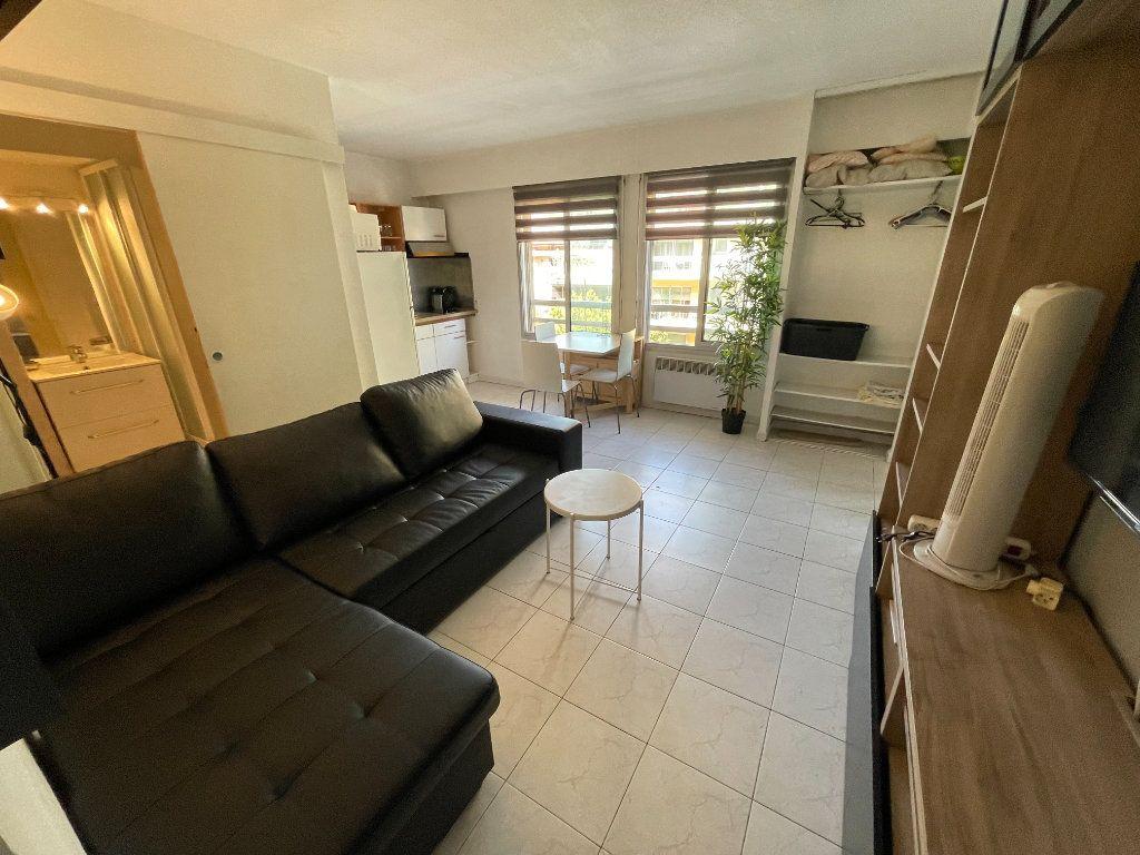Appartement à louer 1 34.32m2 à Juan-les-Pins - Antibes vignette-9