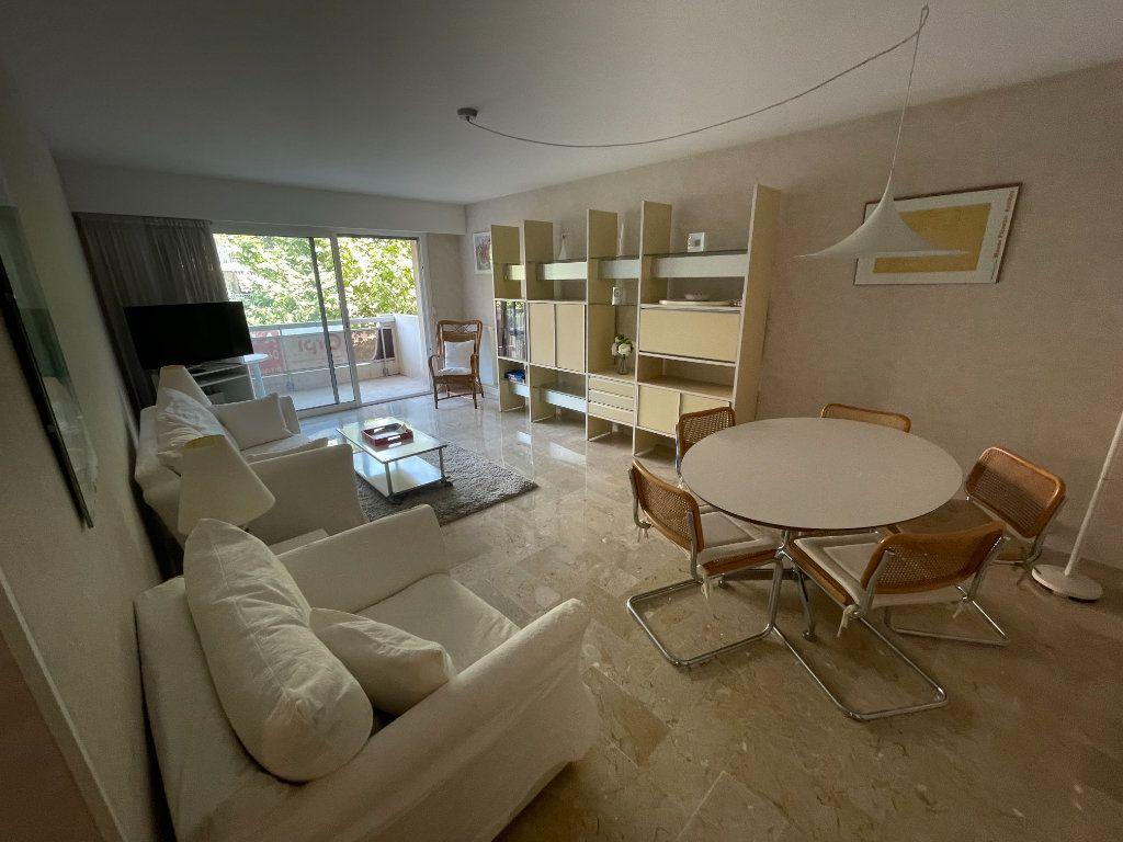 Appartement à louer 3 64.34m2 à Antibes vignette-2