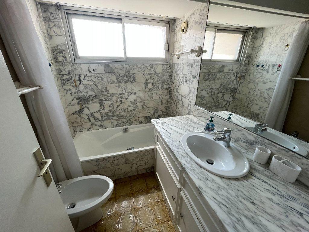 Appartement à louer 3 64.34m2 à Antibes vignette-3