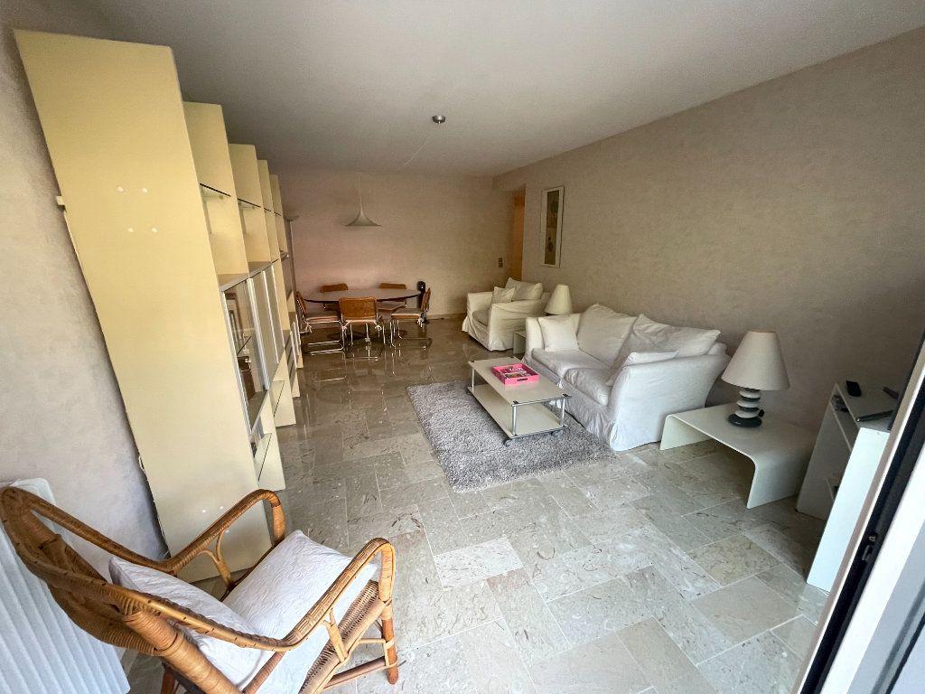 Appartement à louer 3 64.34m2 à Antibes vignette-6