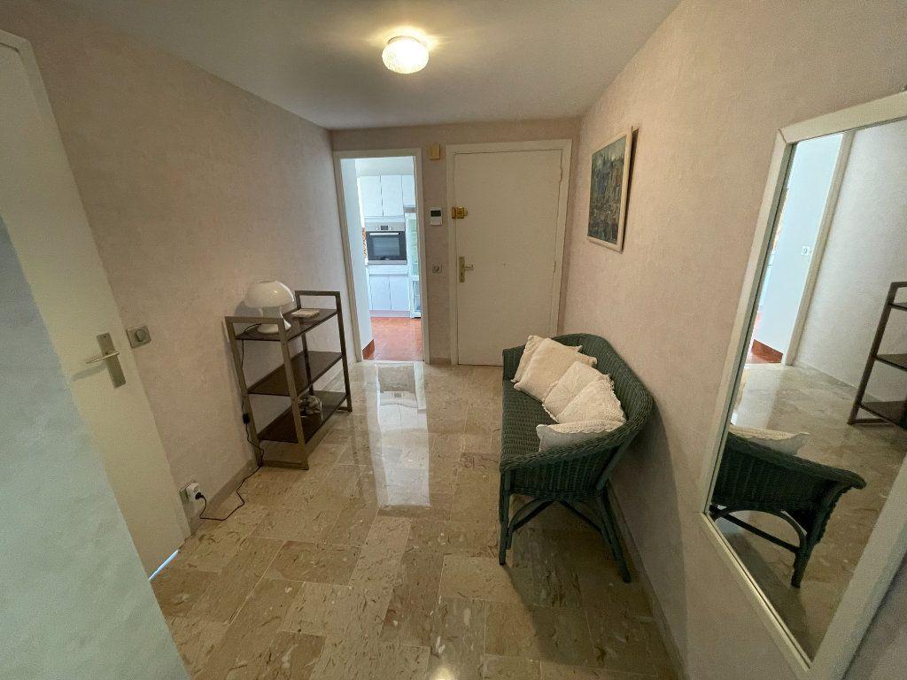 Appartement à louer 3 64.34m2 à Antibes vignette-7