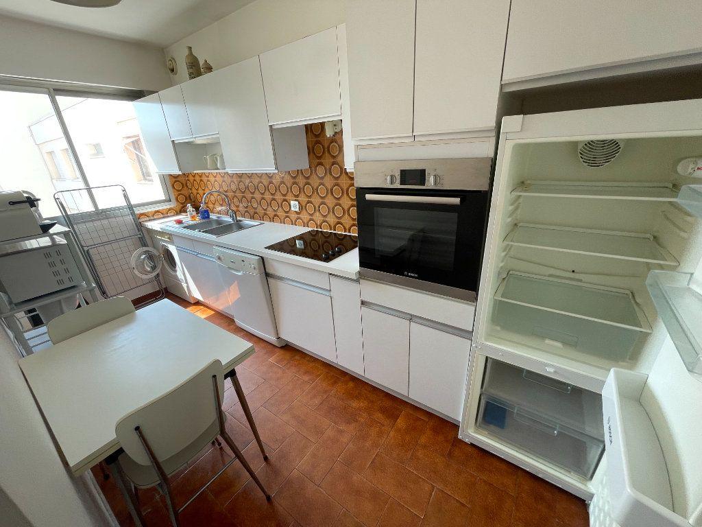 Appartement à louer 3 64.34m2 à Antibes vignette-8