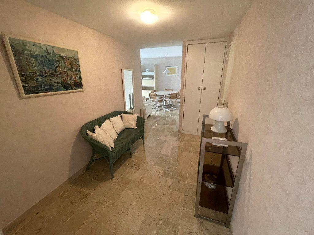 Appartement à louer 3 64.34m2 à Antibes vignette-9