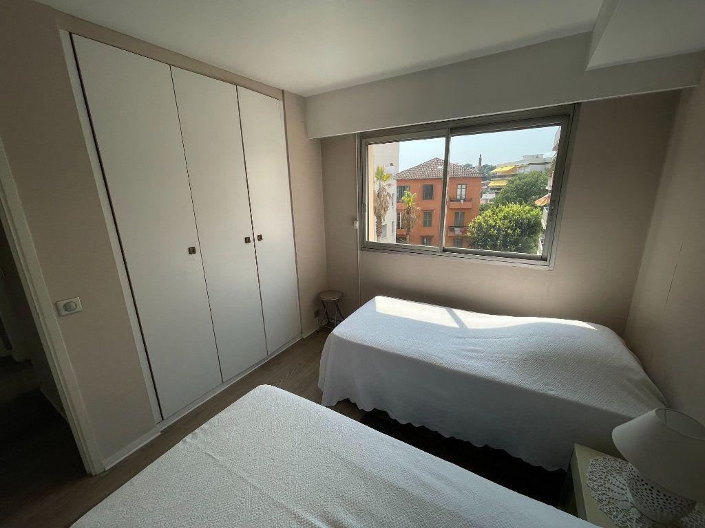 Appartement à louer 3 64.34m2 à Antibes vignette-11