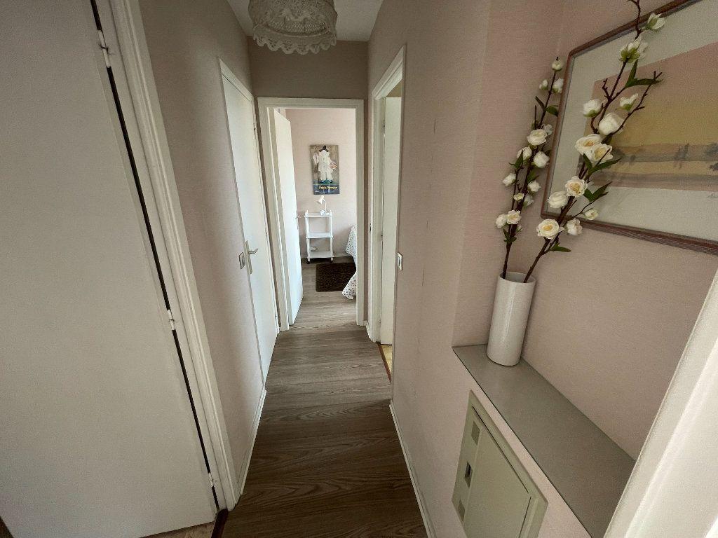 Appartement à louer 3 64.34m2 à Antibes vignette-12