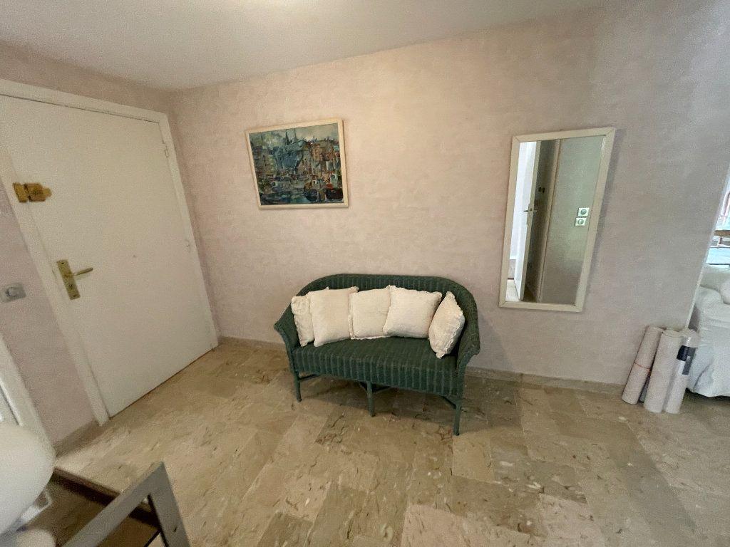 Appartement à louer 3 64.34m2 à Antibes vignette-14