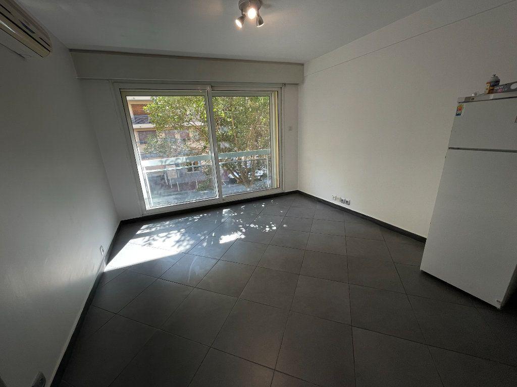 Appartement à louer 2 37.75m2 à Juan-les-Pins - Antibes vignette-4