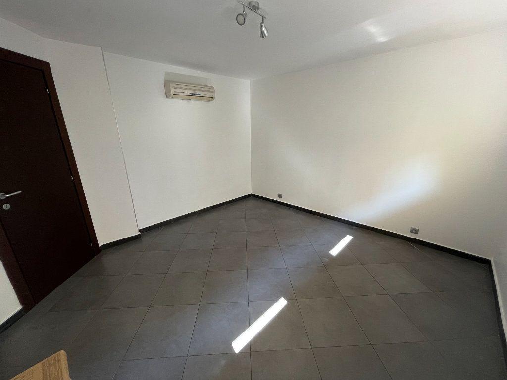 Appartement à louer 2 37.75m2 à Juan-les-Pins - Antibes vignette-8