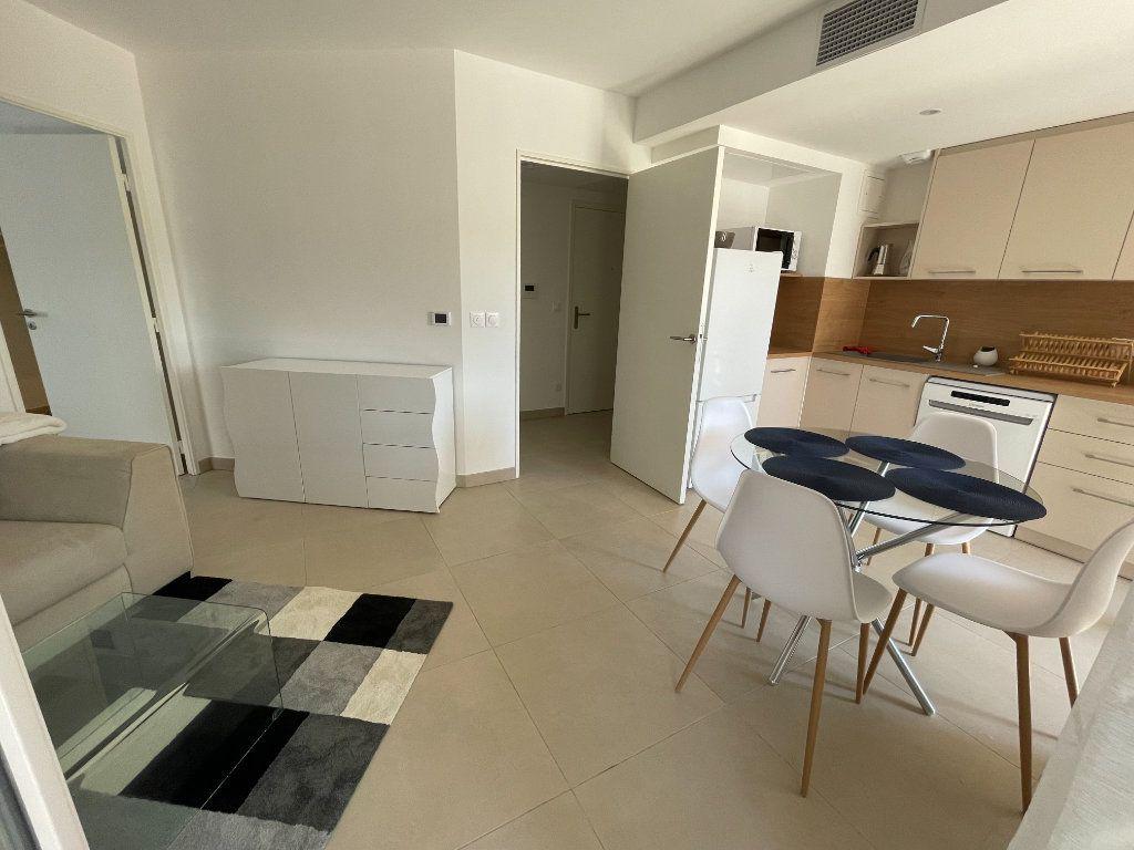 Appartement à louer 3 56.4m2 à Antibes vignette-2