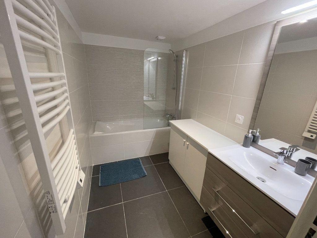 Appartement à louer 3 56.4m2 à Antibes vignette-4