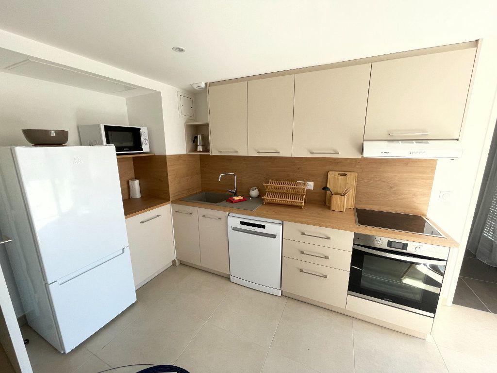Appartement à louer 3 56.4m2 à Antibes vignette-7