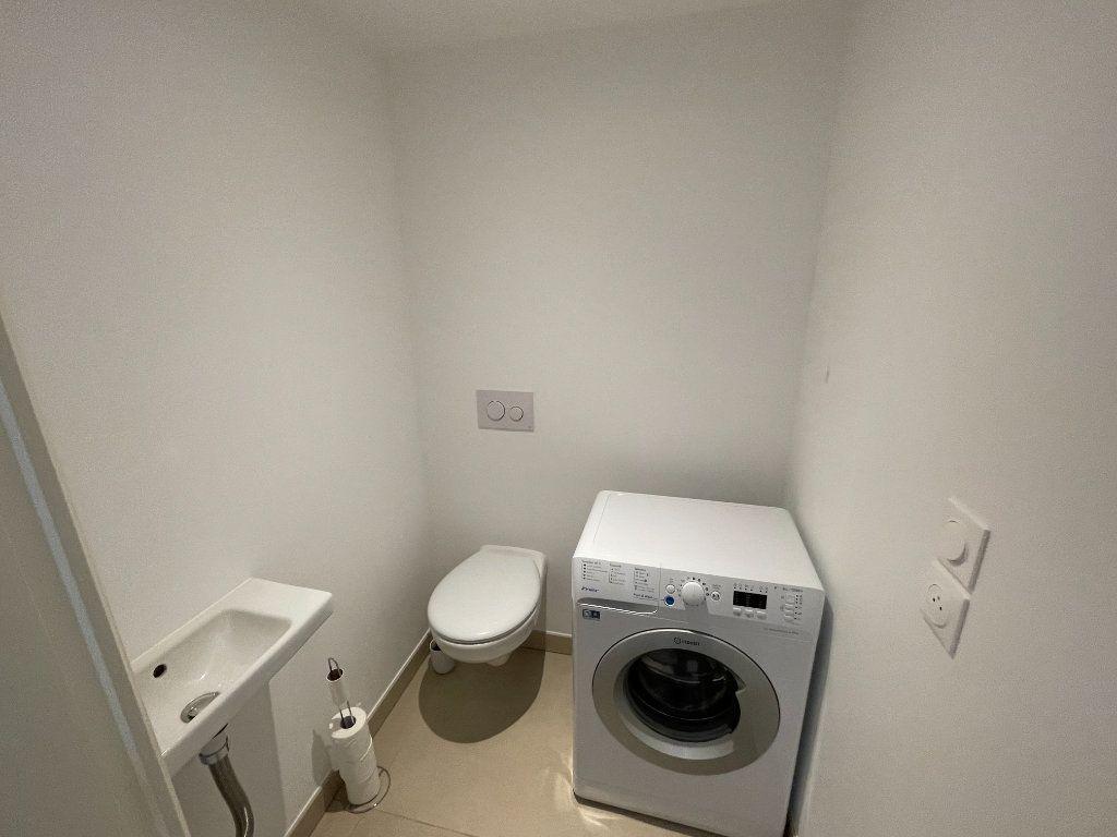 Appartement à louer 3 56.4m2 à Antibes vignette-10