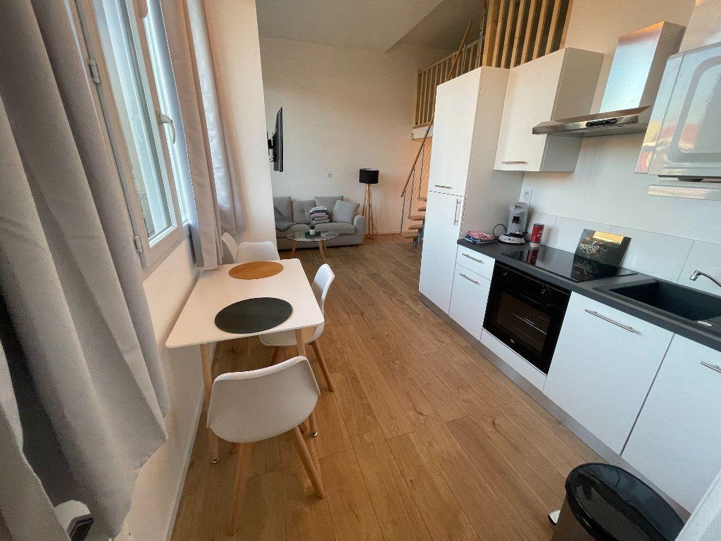 Appartement à louer 1 29.7m2 à Villeneuve-Loubet vignette-2