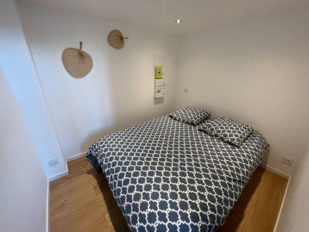 Appartement à louer 1 29.7m2 à Villeneuve-Loubet vignette-3