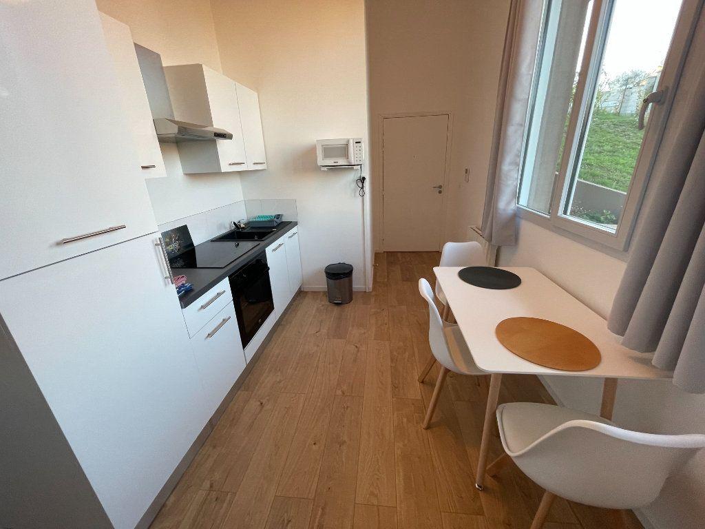 Appartement à louer 1 29.7m2 à Villeneuve-Loubet vignette-6