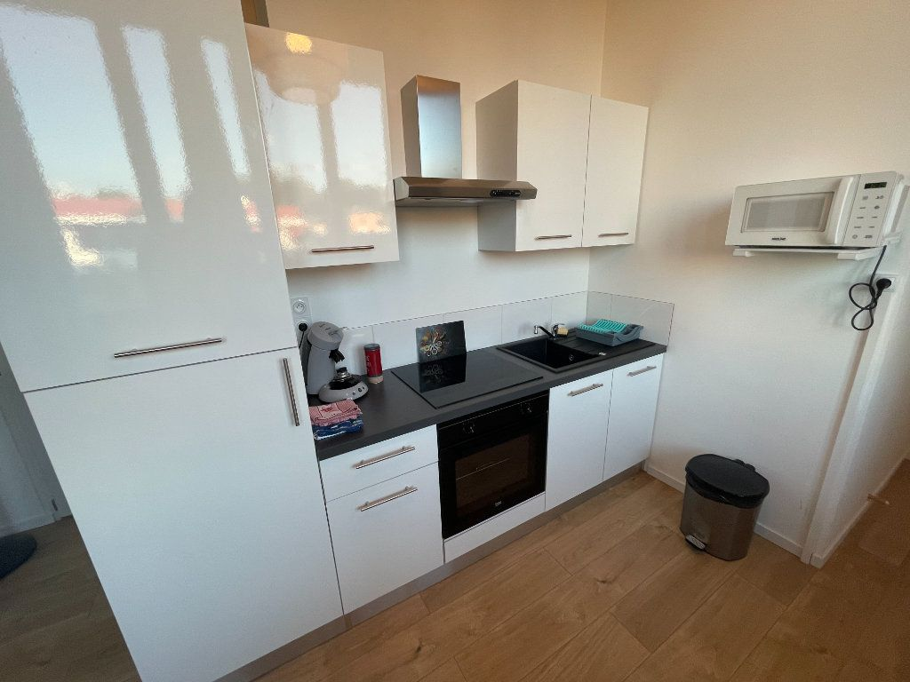 Appartement à louer 1 29.7m2 à Villeneuve-Loubet vignette-7