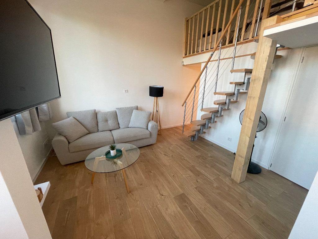 Appartement à louer 1 29.7m2 à Villeneuve-Loubet vignette-8