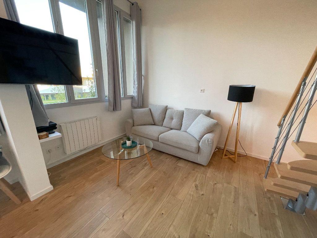 Appartement à louer 1 29.7m2 à Villeneuve-Loubet vignette-9