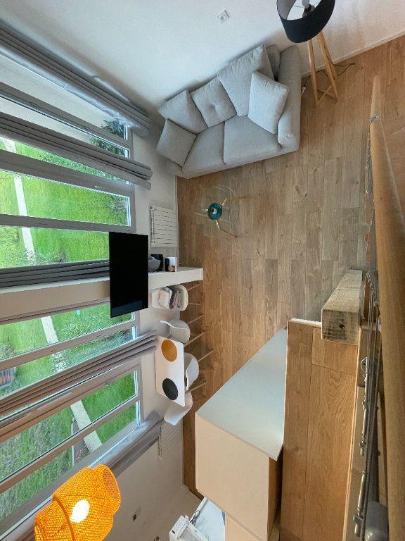 Appartement à louer 1 29.7m2 à Villeneuve-Loubet vignette-11