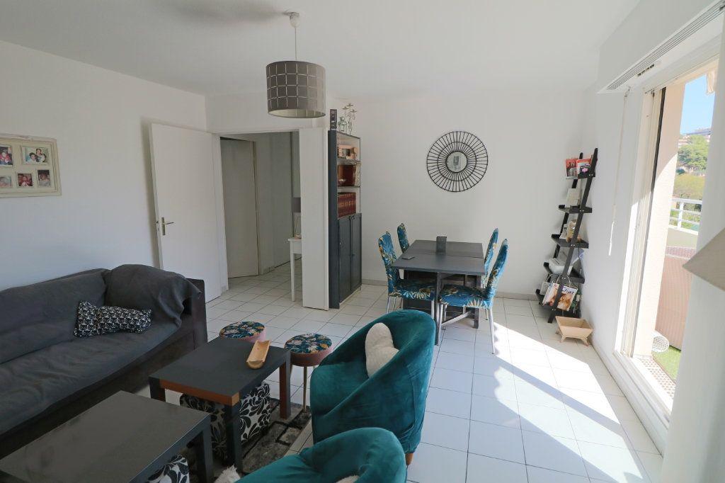 Appartement à vendre 3 65.48m2 à Le Cannet vignette-2
