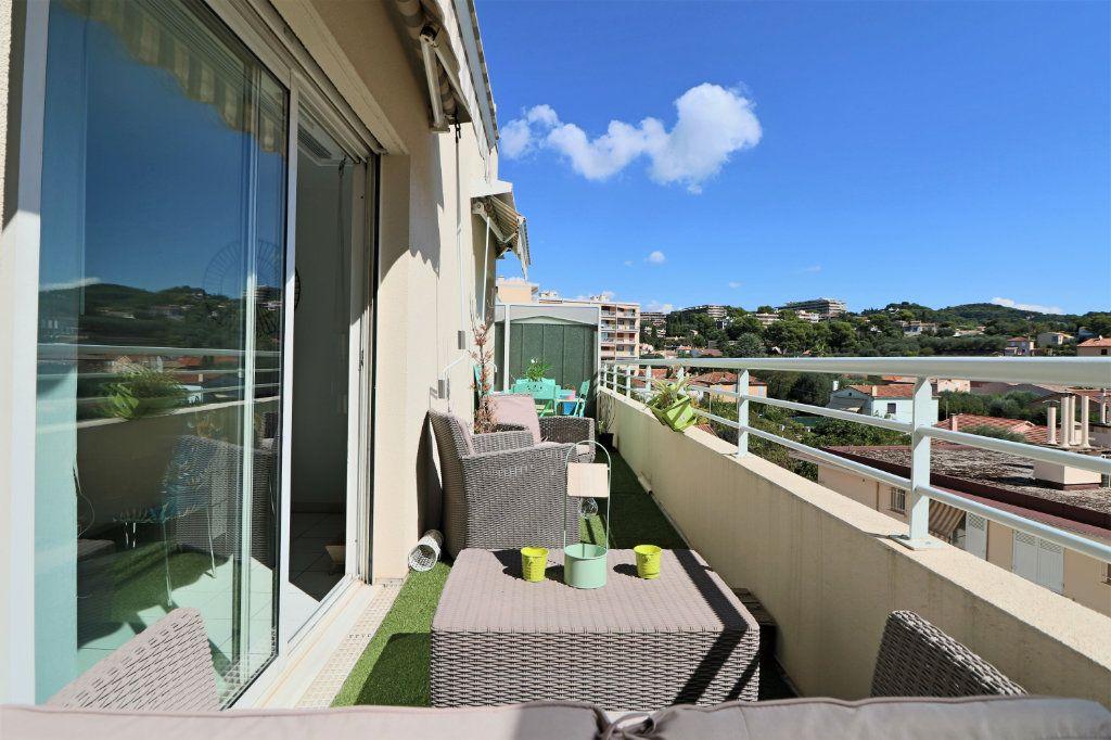 Appartement à vendre 3 65.48m2 à Le Cannet vignette-3