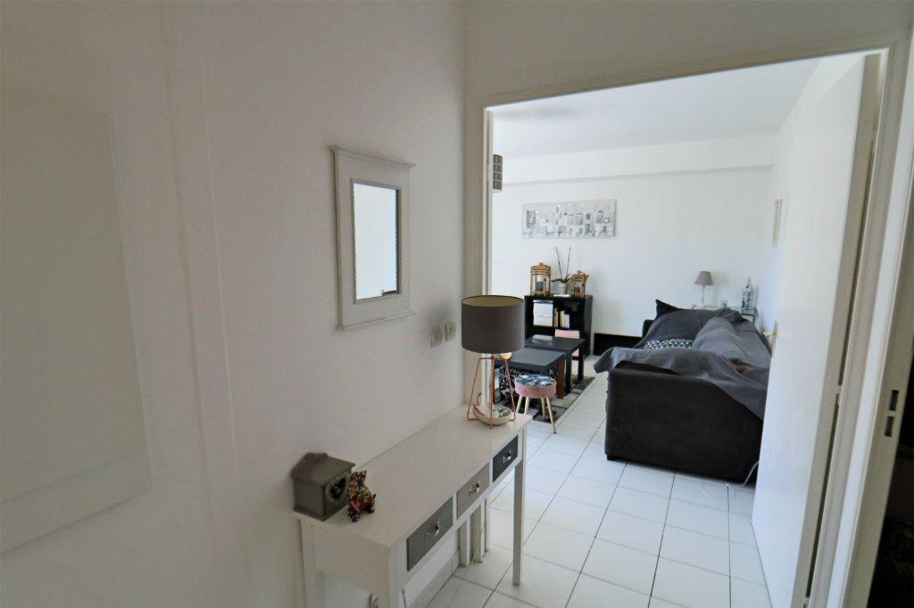 Appartement à vendre 3 65.48m2 à Le Cannet vignette-4