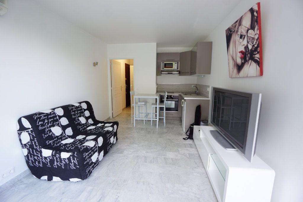 Appartement à louer 1 20.14m2 à Cannes vignette-2