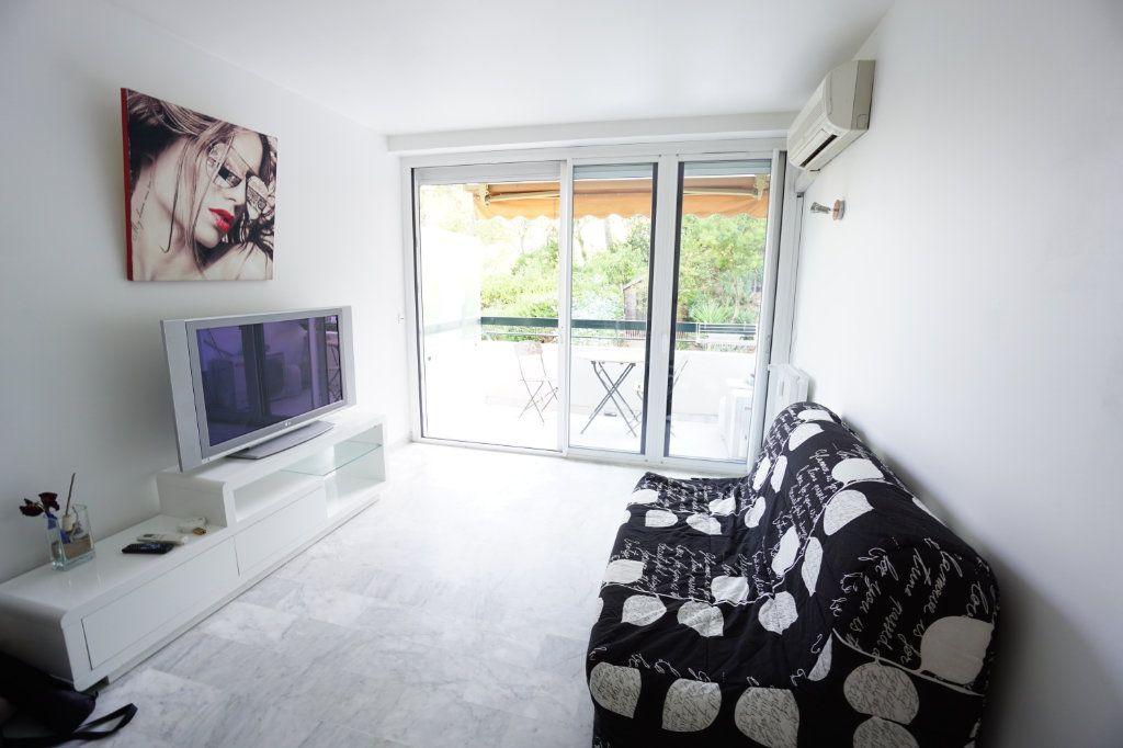 Appartement à louer 1 20.14m2 à Cannes vignette-3