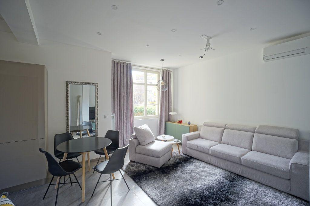 Appartement à vendre 3 75m2 à Cannes vignette-1