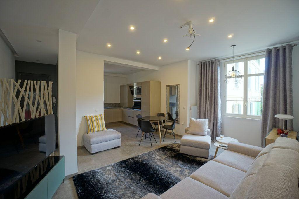 Appartement à vendre 3 75m2 à Cannes vignette-3
