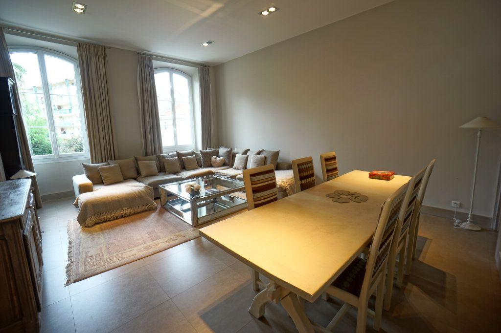 Appartement à vendre 4 121m2 à Cannes vignette-1