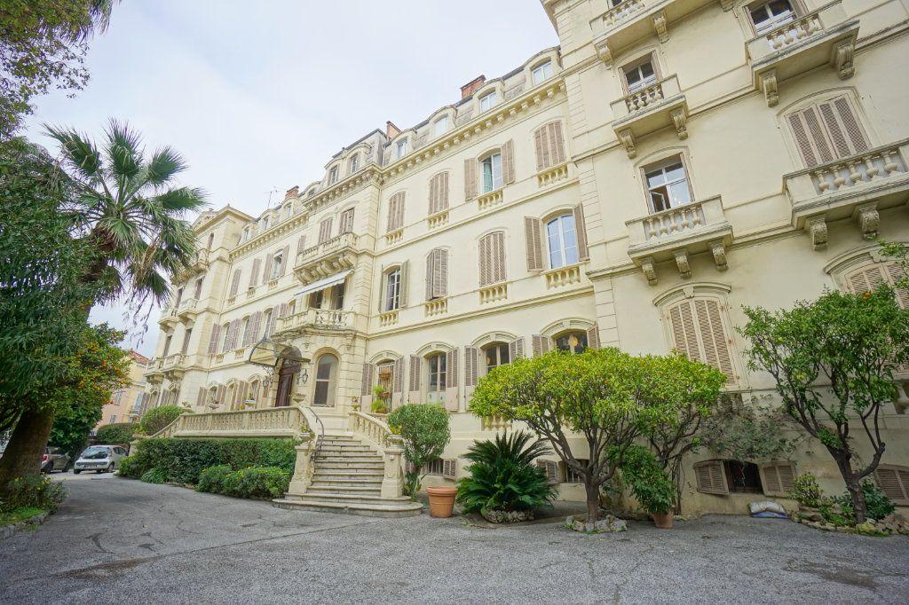 Appartement à vendre 4 121m2 à Cannes vignette-3