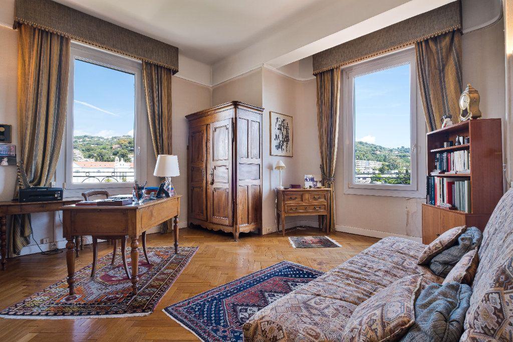 Appartement à vendre 4 155m2 à Cannes vignette-6