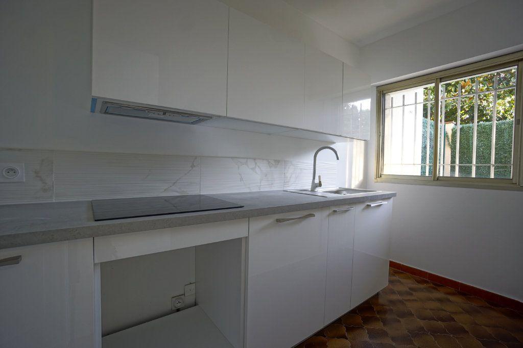 Appartement à louer 1 39.79m2 à Le Cannet vignette-2