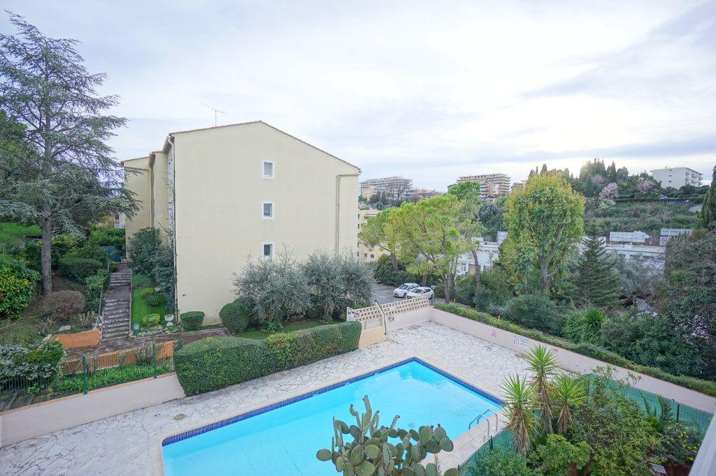 Appartement à louer 2 32.39m2 à Le Cannet vignette-1