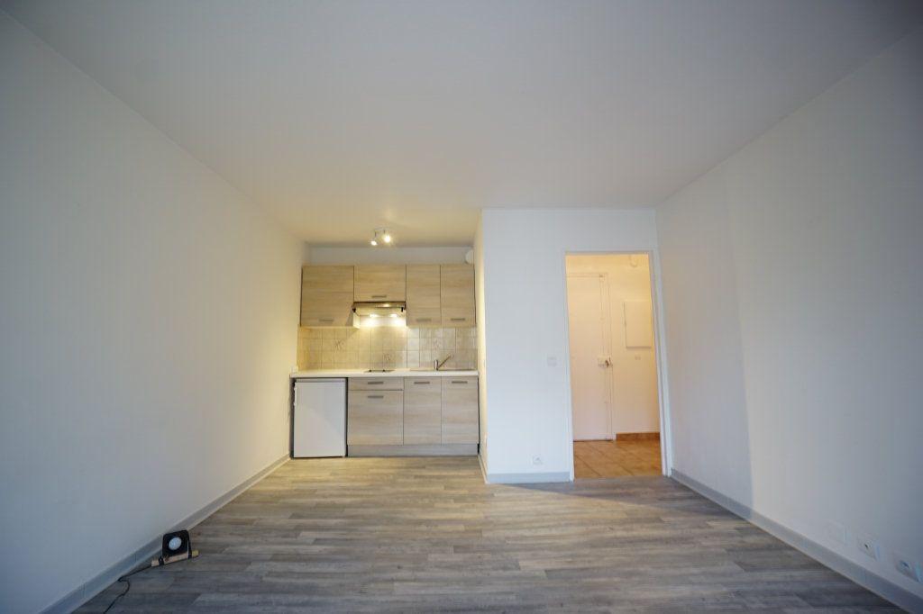 Appartement à louer 2 32.39m2 à Le Cannet vignette-2