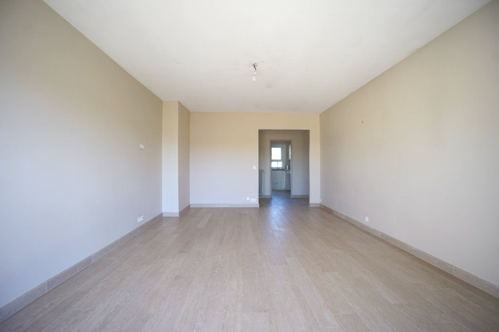 Appartement à louer 3 72.1m2 à Le Cannet vignette-2
