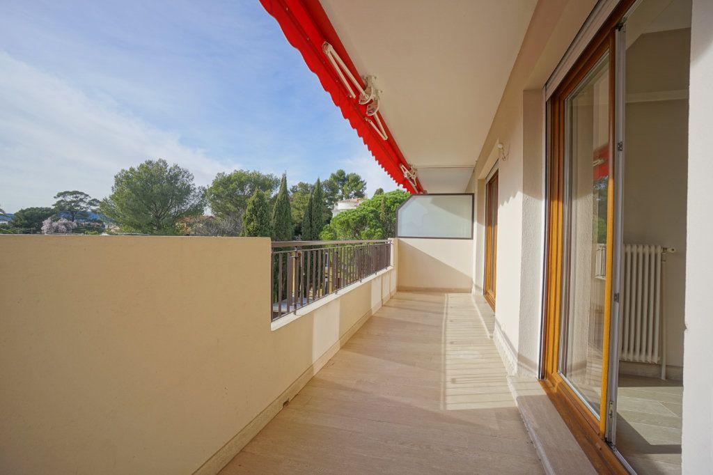Appartement à louer 3 72.1m2 à Le Cannet vignette-4