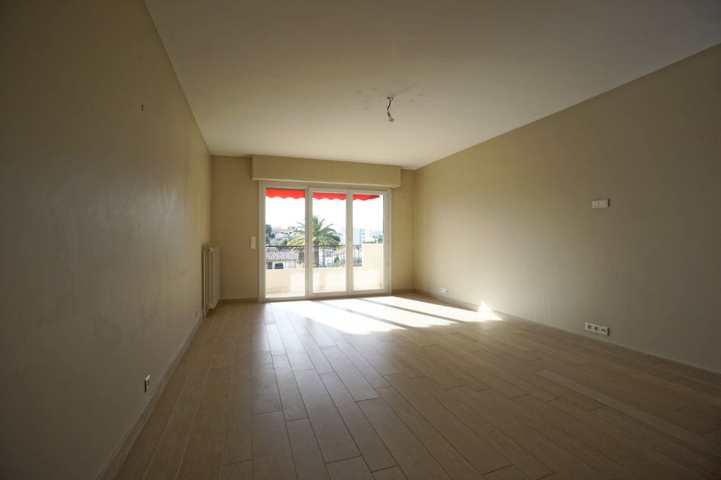Appartement à louer 3 72.1m2 à Le Cannet vignette-5