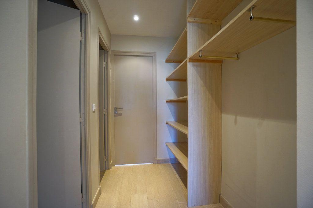 Appartement à louer 3 72.1m2 à Le Cannet vignette-7