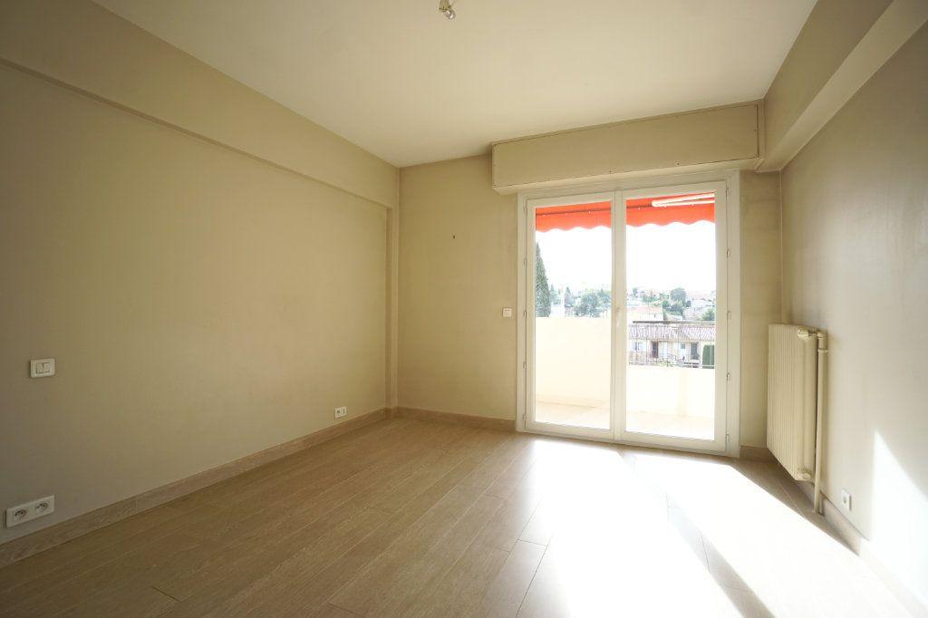 Appartement à louer 3 72.1m2 à Le Cannet vignette-8