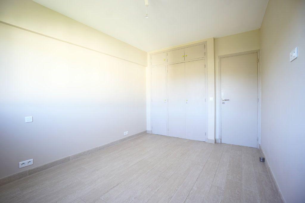 Appartement à louer 3 72.1m2 à Le Cannet vignette-9